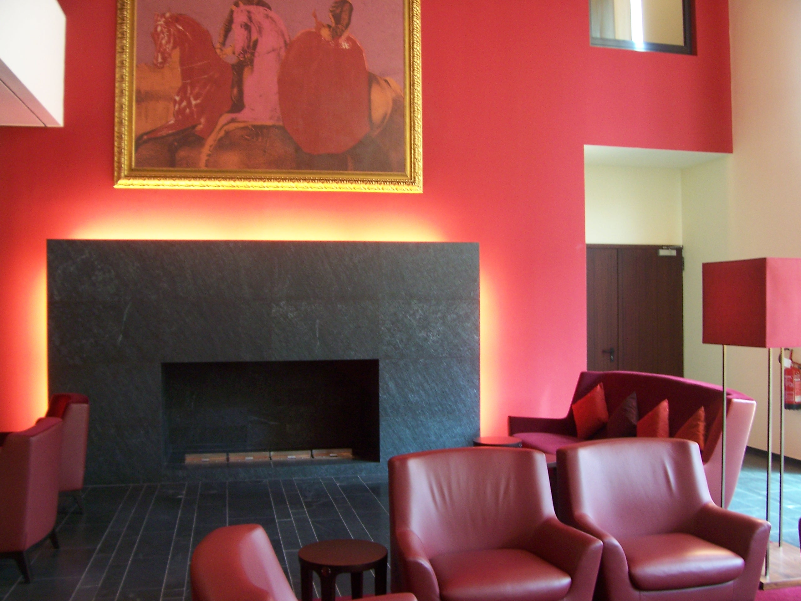 red-living-room-1229266